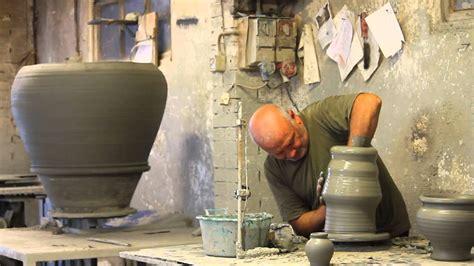 argilla per vasi tornio lavorazione vaso di argilla