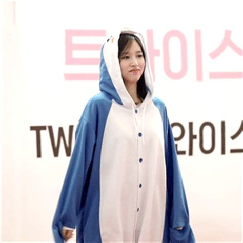 penguin underwear mina chaeyoung twice michaeng
