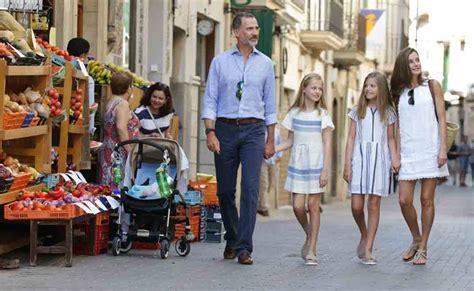 las hijas de espana 8466624856 los reyes de espa 241 a y sus hijas paseo por mallorca