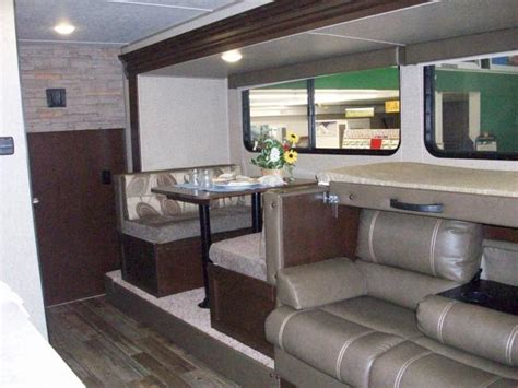 Jack Knife Sofa New 2017 Cherokee Wolf Pup 18to Light Weight Travel Trailer