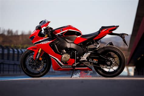 honda cbr bike image review 2017 honda cbr1000rr fireblade launch track test