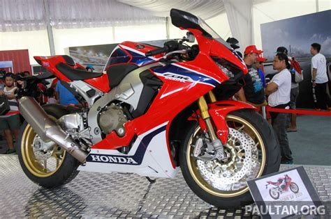 superbike honda cbr 2017 honda cbr1000rr superbike shown at sepang image 572128