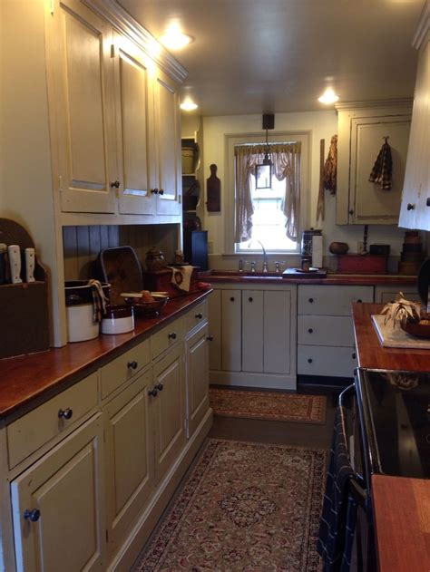 primitive kitchen cabinets 625 best primitive colonial kitchens images on pinterest
