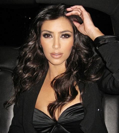 kim kardashian smokey eyes part 3 apllying eyeshadow makeup looks kimkardashian