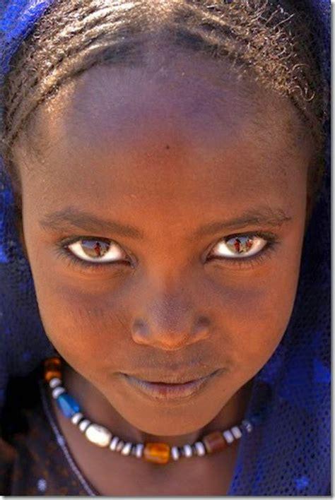 imagenes boinas negras cuadros pinturas oleos rostros de mujeres africanas en