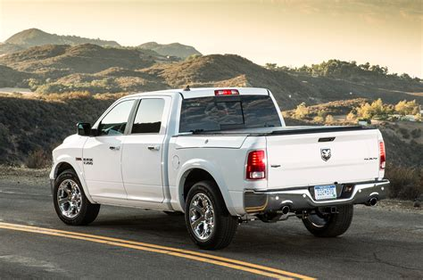 ram ecodiesel fuel economy 2014 dodge ram 1500 ecodiesel records best fuel economy rating
