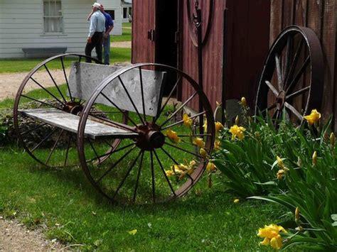 wagon wheel garden bench wagon wheel bench ideas pinterest