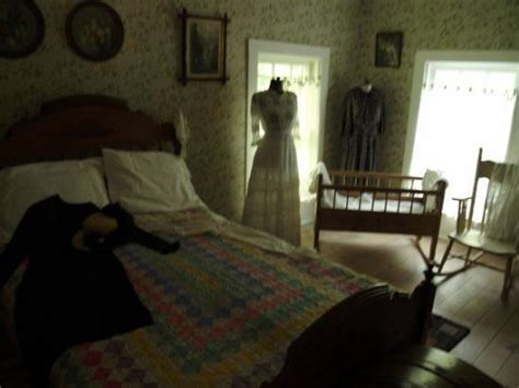 haunted mansion bedroom master bedroom in the haunted house fotograf 237 a de egg