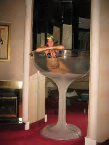 seven foot chagne glass tub in the cleopatra