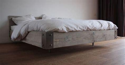 eenpersoonsbed waar je tweepersoonsbed van kan maken steigerhout bed zwevend gussta zwevende bedden