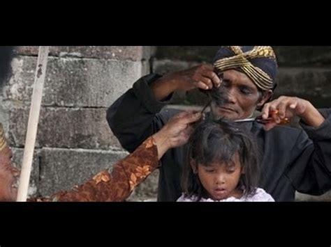 Rambut Gimbal langka ruwatan cukur rambut gimbal di dataran tinggi dieng