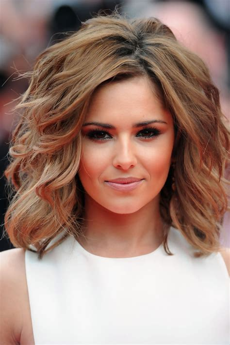 bob hairstyles for a small face more pics of cheryl cole short wavy cut 3 of 125