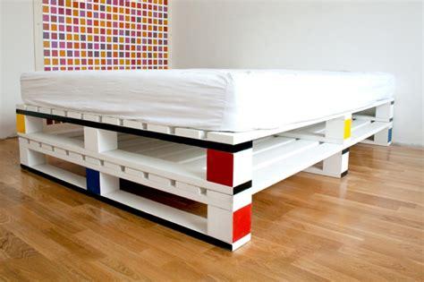 preiswerte schlafzimmer ideen europaletten bett 24 traumhafte und preiswerte beispiele