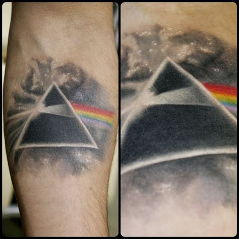 dark side of the moon tattoo pink floyd side of the moon tattoos pesquisa