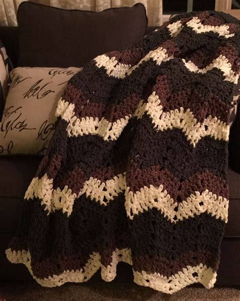 bernat afghan knitting patterns fast afghan using the bernat blanket yarn a chevron