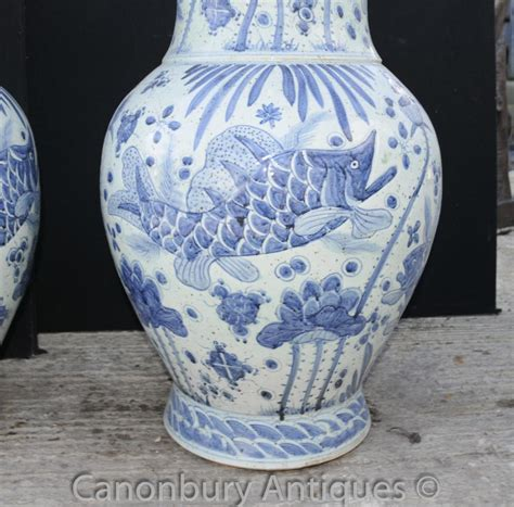 pair chinese kangxi blue  white porcelain bulbous vases