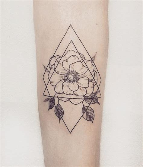 geometric flower tattoo done italiano diablo in madrid
