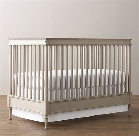 Spindle Crib by Airin Spindle Crib