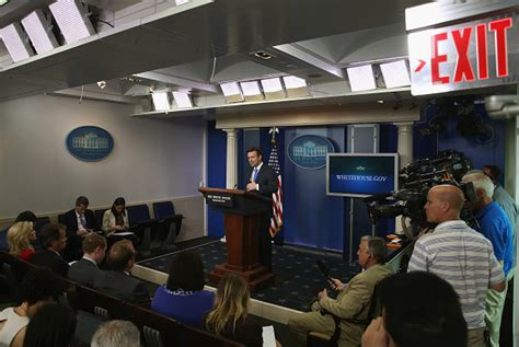 secret service evacuates white house briefing room white house briefing room temporarily evacuated due to