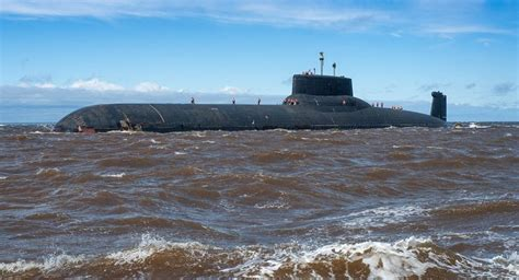 World s largest sub leaves port for arctic war games