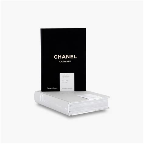 chanel catwalk the complete chanel catwalk the complete karl lagerfeld collections amazon co uk patrick mauri 232 s ad 233 lia