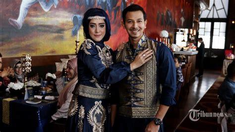 Foto Acara Pernikahan Lamaran Acara Seminar fairuz a rafiq dan sonny septian adakan acara lamaran pernikahan tribunnews