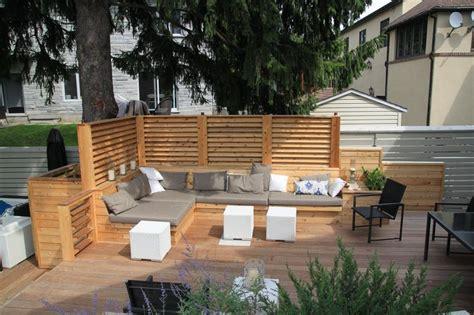 terrasse design am 233 nagement d une terrasse de bois avec 233 crans en bois de