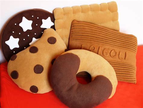 cuscino forma biscotto carolicrea cuscini o biscotti