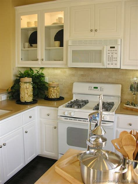 Traditional White Kitchen Cabinets With White Appliances White Kitchen Cabinets White Appliances