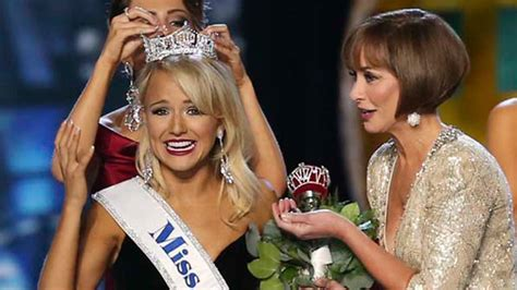 Miss America Wardrobe by Miss Arkansas Savvy Shields Named Miss America 2017 Abc13