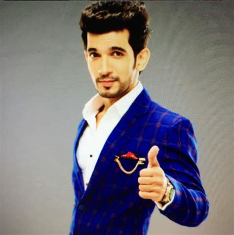 Arjun Bijlani Family Photos, Wife, Son, Father, Mother ...