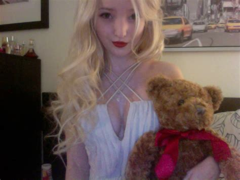 dove cameron twitter pic