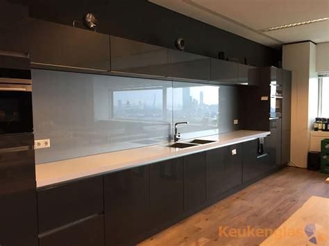 glazen werkblad keuken glazen keuken achterwand eye media in rotterdam keukenglas