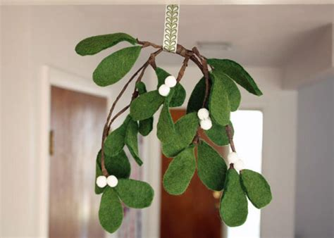 how to make felt mistletoe how tos diy