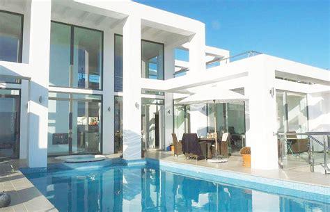 modern style villa in spain v real