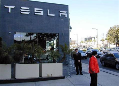 Tesla Dealership California Los Angeles Becomes Home To Tesla Motors Dealership