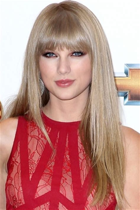 taylor swift long blonde hairstyles bangs