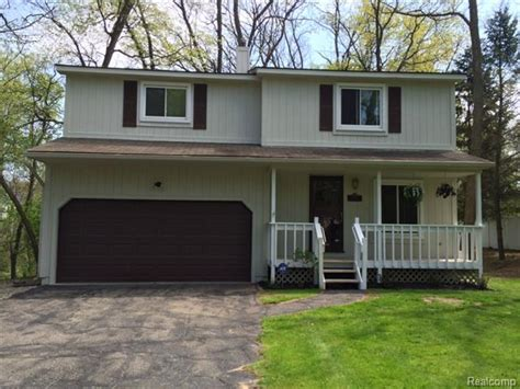lakefront homes for sale oakland county michigan real estate