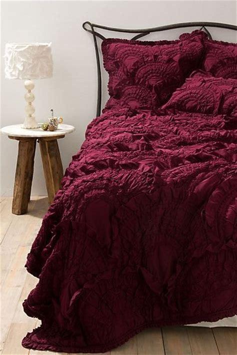 maroon bedspreads 25 best ideas about burgundy room on burgundy walls burgundy bedroom and burgundy