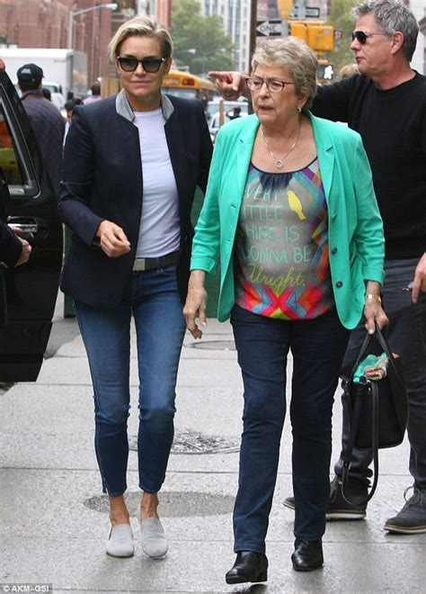 what brand of white jeans does yolanda foster wear yolanda foster gets support from daughter gigi hadid and