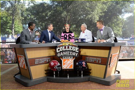 college gamdy pegnncy katy perry talks football on funny college gameday built