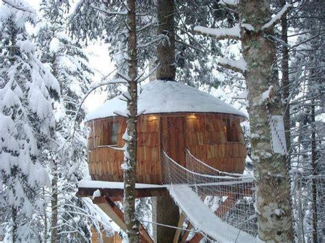 winter houses winter tree house dreamingisfree shack n it up