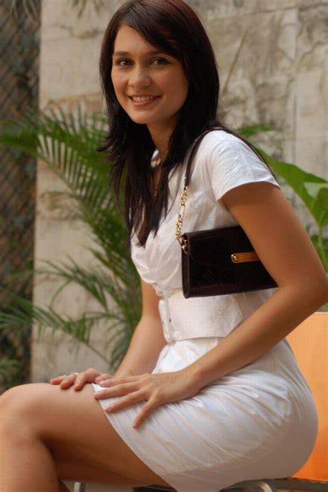 indonesian luna maya cut tari and nazril ariel facebook indonesian celebrities nazril ariel luna maya cut tari