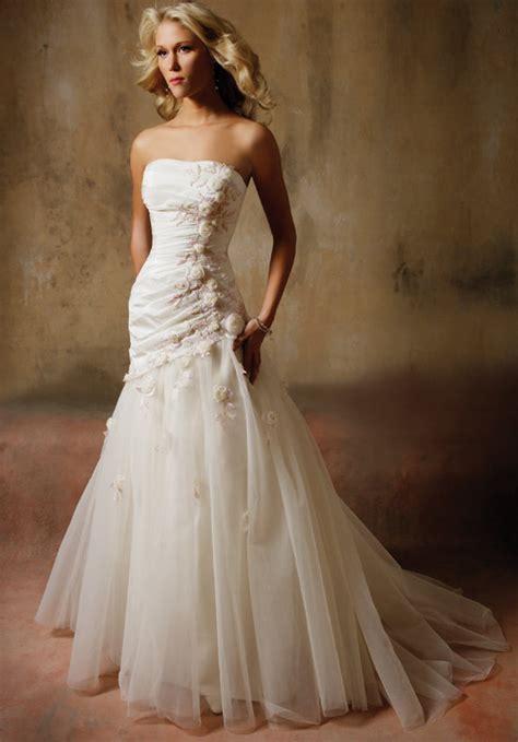 Hochzeitskleid Etuikleid by Mehndi Designs 2012 Wedding Dresses