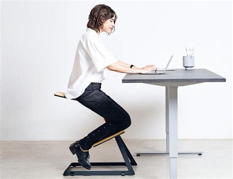 Knee From Sitting At Desk by W Chair The Truly Ergonomic Desk Chair 187 Gadget Flow