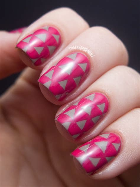 triangle pattern on nails triangle pattern nails chalkboard nails nail art blog