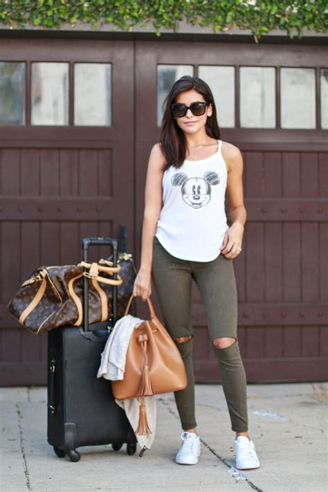 comfortable airport outfits travel uniform my airport style sazan
