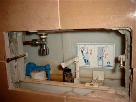 hangend toilet afvoer lekt inbouwreservoir wc lekt