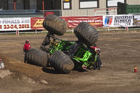 monster trucks grave digger crashes pin monster truck crashes on pinterest