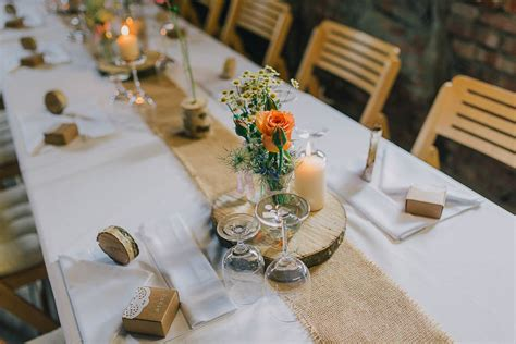rustikale tischdeko scheune diy hochzeit rustikal originelles scheunenfest im kurzen